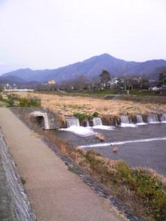 高野川を渡る